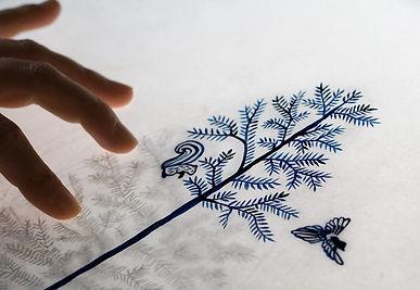 Illustration à l'encre de Chine avec table lumineuse