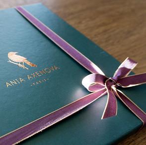 """Design du logo, de la charte graphique et du packaging pour """"Ania Axenova – Paris"""" / Boite or à chaud"""