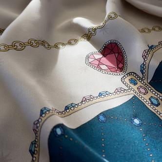 """Design de foulard en soie """"Alice au pays des Merveilles"""" pour """"Ania Axenova – Paris"""" / Reine des Coeurs"""