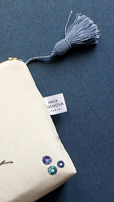"""Design du logo, de la charte graphique et du packaging pour """"Ania Axenova – Paris"""" / étiquettes brodées"""