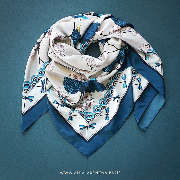 "Design Textile – Carré de soie ""Bluebirds Party"" pour ""Ania Axenova – Paris"""