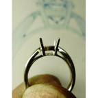 譲り受けた立て爪のダイヤリング
