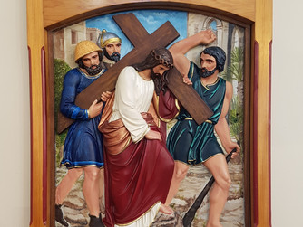 STATIONS OF THE CROSS - V SIMON OF CYRENE HELPS JESUS CARRY HIS CROSS