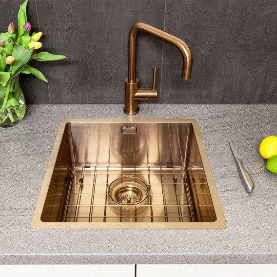 Cooper kitchen sink and taps