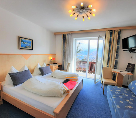 Doppelzimmer Gästehaus.jpg
