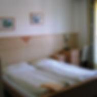Gästehaus_Zimmer.jpg