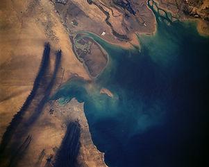 1200px-KuwaitiOilFires-STS037-152-91-(2)