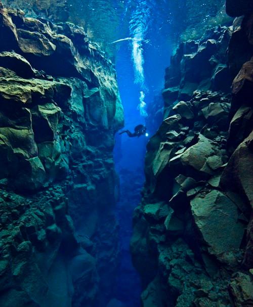 The Silfra rift, Iceland    mercytrip.com
