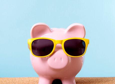 piggybank-with-yellow-sunglasses_1101-10