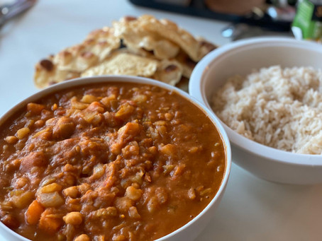 Warming, Hearty and Filling Potato Curry, served with Fluffy Rice and Crispy Poppadoms 🍛🤗
