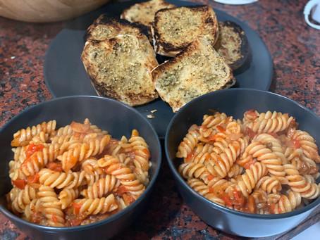 Spicy Garlic Pepper Pasta with Pillowy Garlic Bread Buns 🍝😍