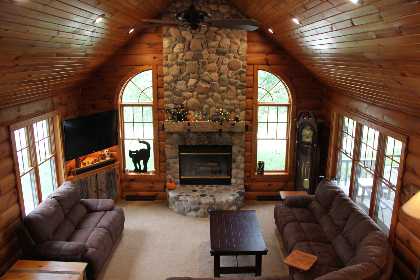 Rustic Great Room Above