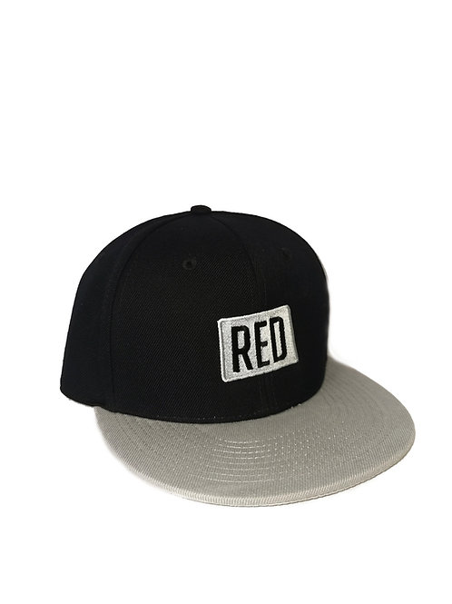 RED SNAPBACK SILVER