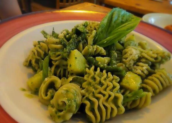 Fusilli al Pesto – Haricot verts and potatoes @ Pepolino