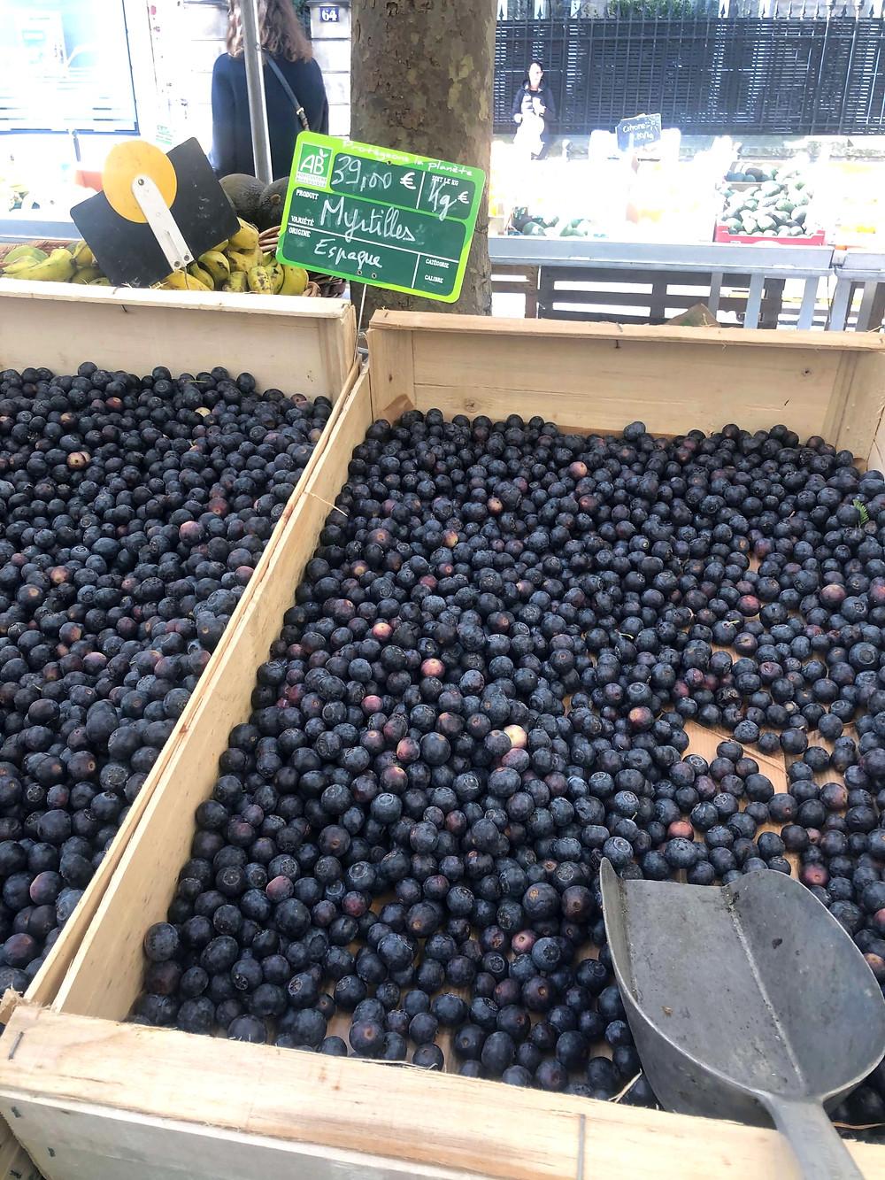 Organic blueberries at Marché biologique Raspail