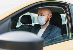 motorista com mascara.jpg
