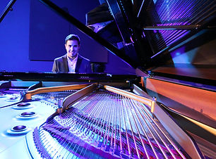 Chris-pianist-corporate-and-wedding-pian