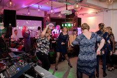 showbott-entertainment-wedding-music-showcase-leeds-crowd