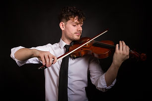solo-violinist-for-hire-yorkshire-showbo