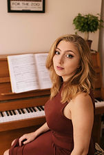 Lizzy Piano (4 of 12).jpg