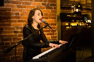 hannah-solo-singer-and-pianist-for-hire-