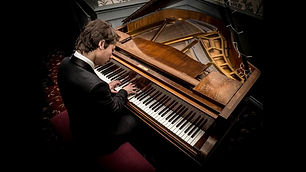 new-moves-solo-pianist-showbott-entertai