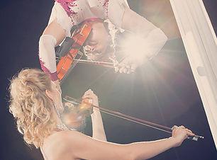 elevation-aerial-acrobatic-music-violin-