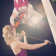 elevation-aerial-acrobatic-music-violin-