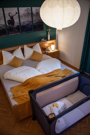 Nock Apartment Schlafzimmer mit Babybett