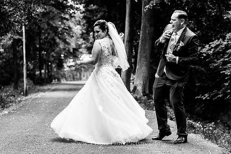 Hochzeitsfotograf Brautpaarshooting witzig