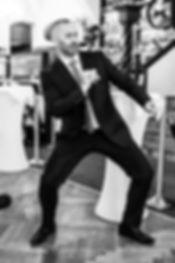 Bräutigam tanzt