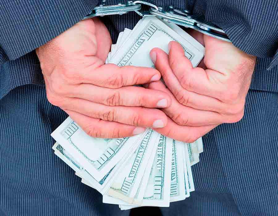 """El Lavado de Activos es un delito, que consiste en dar una apariencia de origen legítimo o lícito a bienes - dinerarios o no, que en realidad son productos o """"ganancias"""" de delitos graves como: Tráfico ilícito de"""