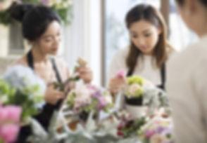 focused_178418024-Asian-women-learning-f