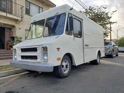 1972y CHEVROLET P30 STEP VAN
