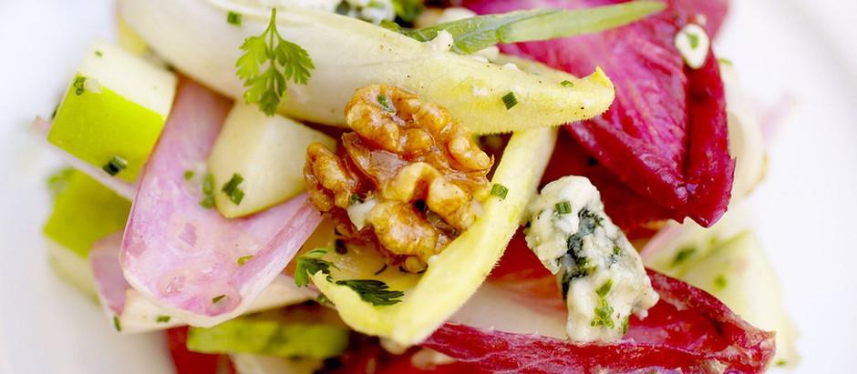 Chicoree Schiffchen mit Gorgonzolacreme und Radieschen Sprossen