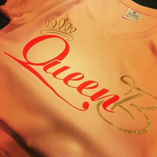 #queenb #glitter #flock #custommade #customgarments #anythingpossible #tshirtdesign #gimmeatee #beau