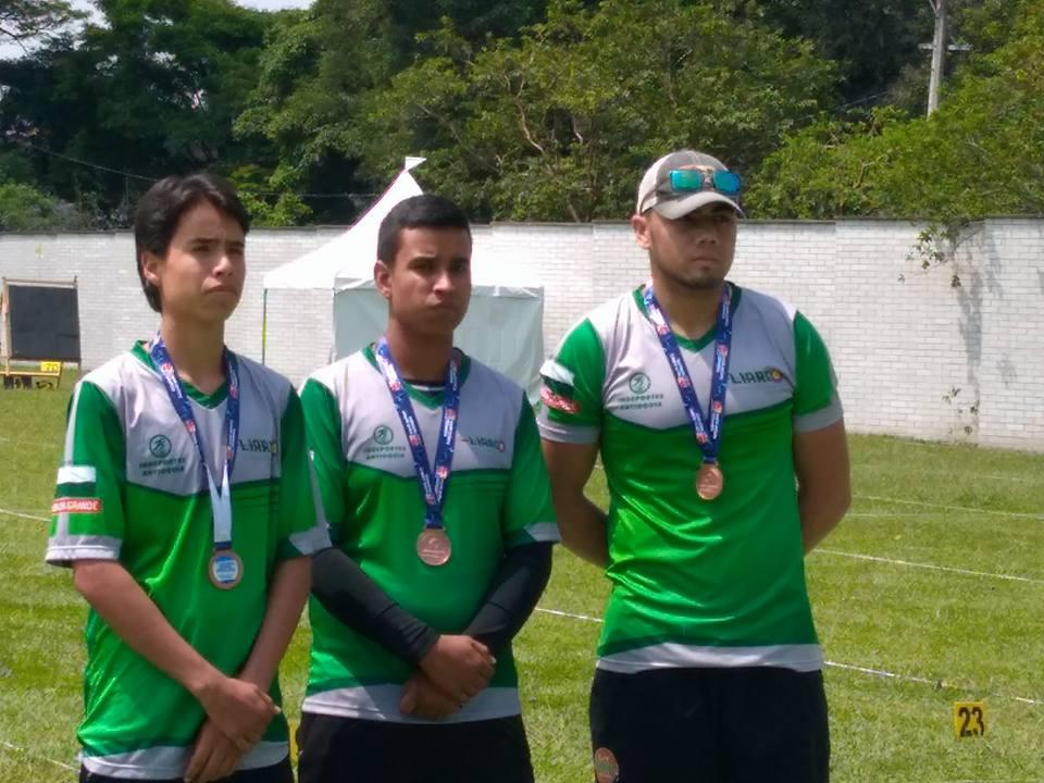 podio-compuesto-nacional-1