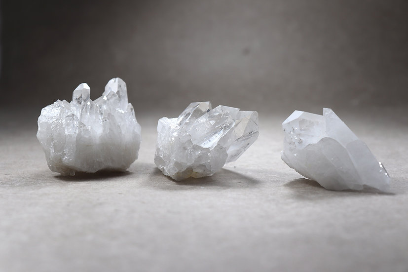 MOUNTAIN / CLEAR QUARTZ CRYSTALS - Small