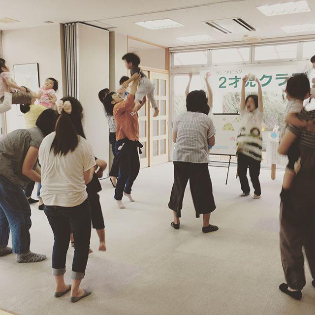 本日は朝日塾幼稚園の先生に来ていただき、2才児クラブを開催致しました!笑顔溢れる