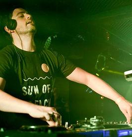 dj-AlexDavis-party-house-music