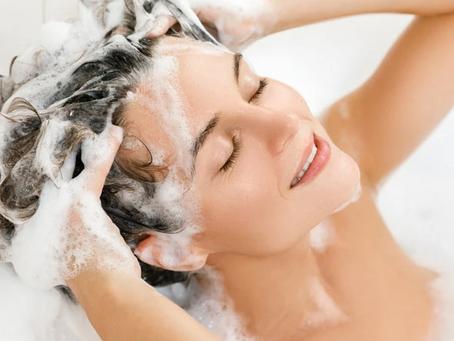 Ternyata Keramas Setiap Hari Bisa Memicu 6 Masalah Rambut Ini!
