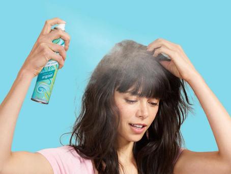 5 Cara Menggunakan Dry Shampoo Agar Tampilan Lebih Maksimal & Segar