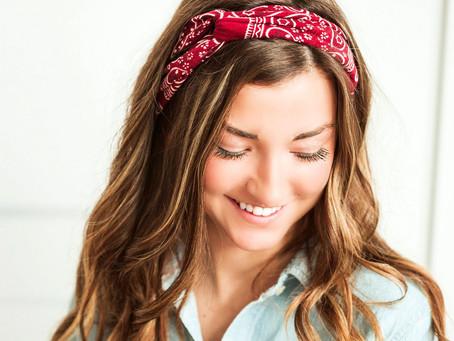 15 Inspirasi Gaya Rambut Keren Menggunakan Headband!