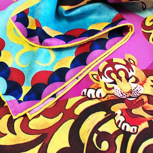 """Платок """"Амурские тигры"""" с ручной подшивкой"""
