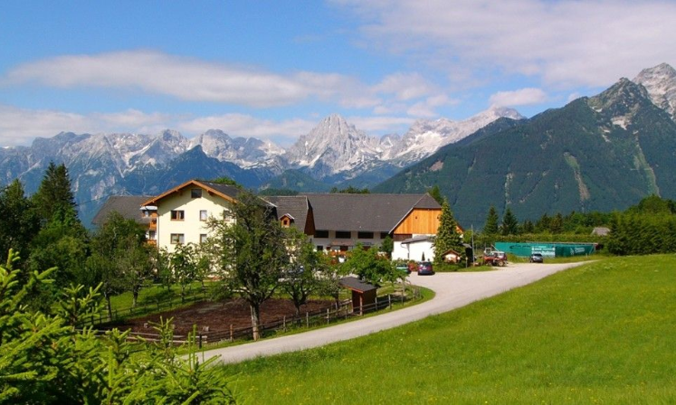 Hotel mit Gebirge