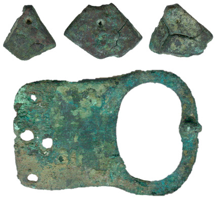 Сегментовидные подвески и поясная пряжка из могилы 5 кургана 17 Новотроицкого-1