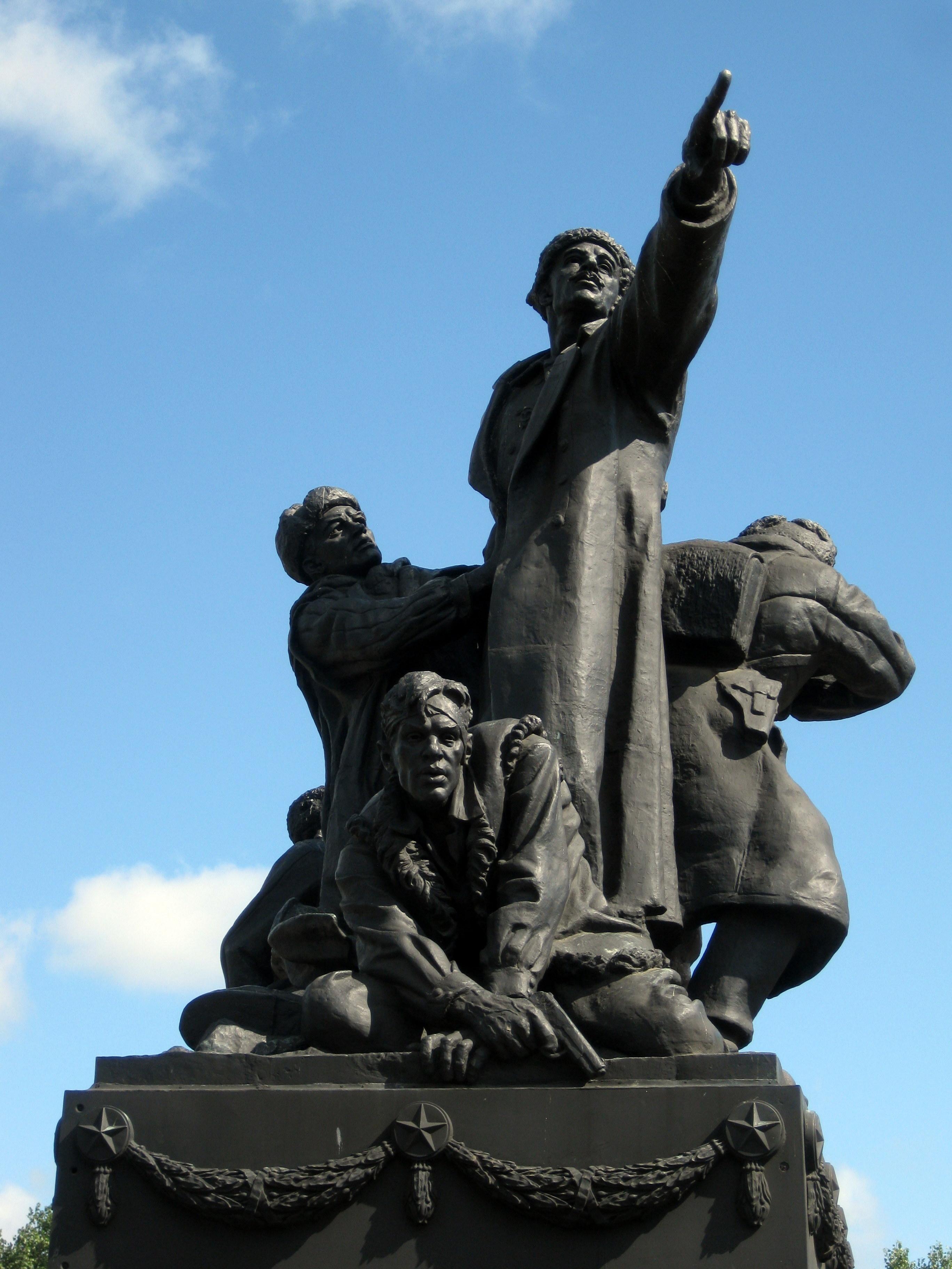 Памятник_Ефремову_М.Г_(Вязьма)