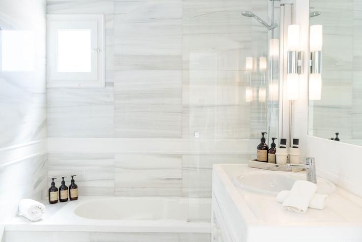 A fresh bathroom