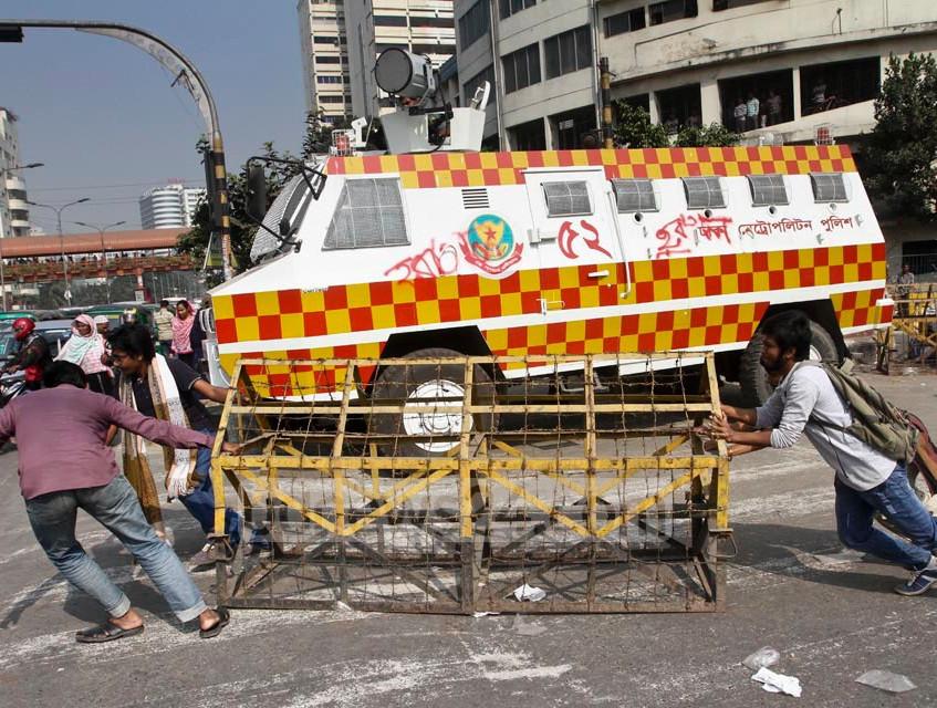Bangladesh Power Strike Barrikades