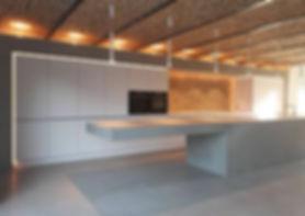 Zum Loft ausgebaute rheinhessische Scheune mit Betonküche von Walter Wendel